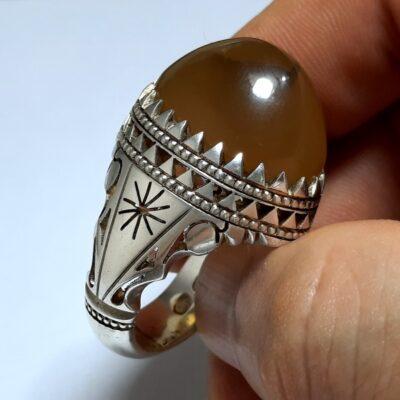 انگشتر عقیق زعفرانی یمانی f470.4