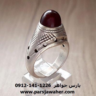 انگشتر قدیمی عقیق آلبالویی یمنی a217
