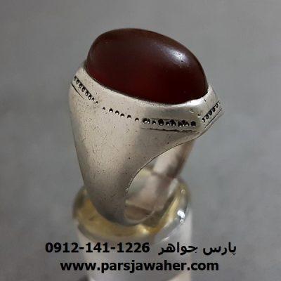 انگشتر عقیق سرخ تیره یمنی قدیمی روغنی و چرب f251