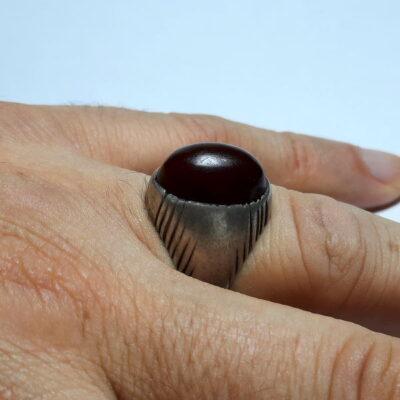 انگشتر قدیمی جزع سرخ تیره یمانی a476.2