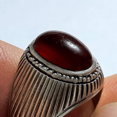 انگشتر عقیق سرخ تیره یمن f494.1