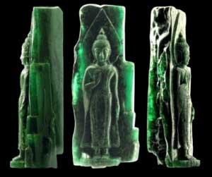 مجسمه های سه گانه بودا از جنس زمرد
