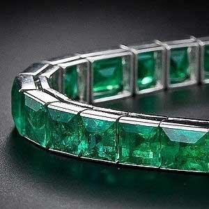 دستبند گرانقیمت ساخته شده از زمرد
