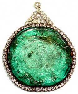 گردنبند باستانی هدیه شده با گوهرهای زمرد و الماس