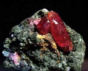کریستال طبیعی یاقوت سرخ از معادن تانزانیا